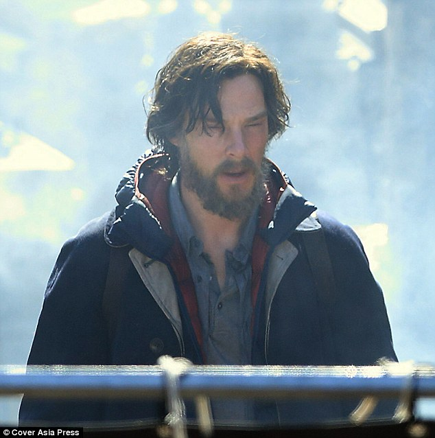 2E2C4B8A00000578-3307092-Beareded_Benedict_Benedict_Cumberbatch_is_appearing_as_he_s_neve-m-39_1446822719454