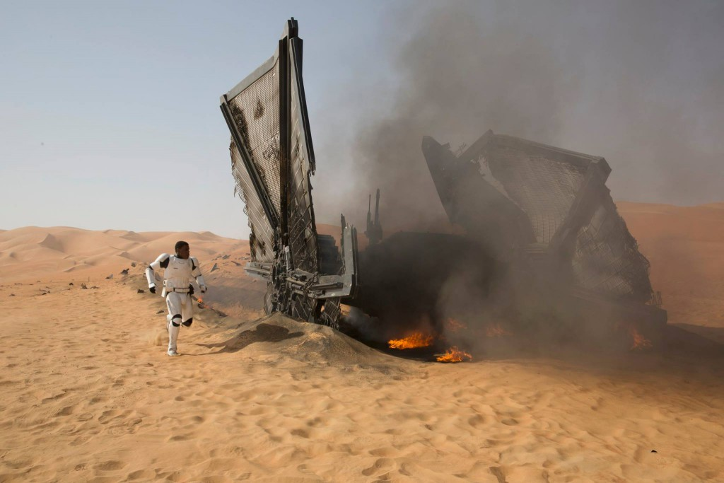 finn-and-the-crashed-tie-fighter-on-jakku